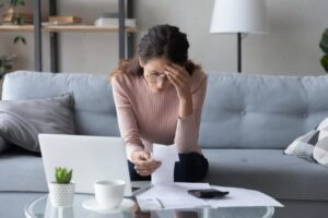 Read more about the article 10 Ways to Curb Financial Anxiety When You're Stressed About Money