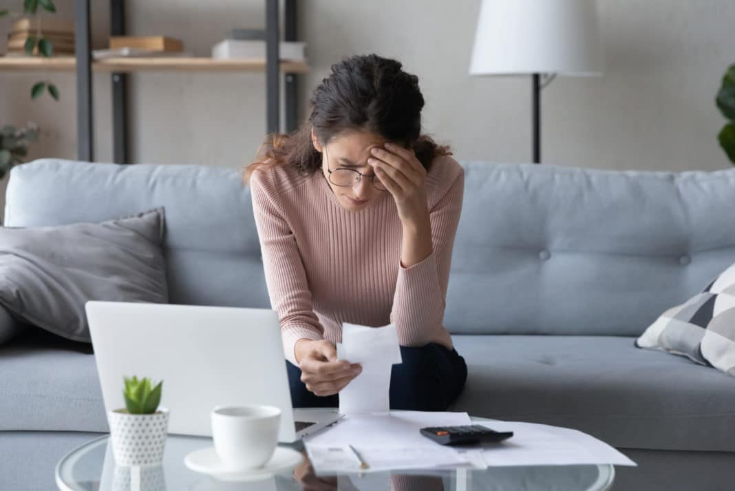 You are currently viewing 10 Ways to Curb Financial Anxiety When You're Stressed About Money